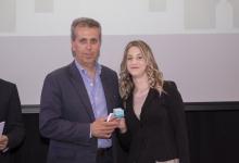 Lisi riceve il premio dal Presidente CRT-LND Mangini