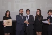 Castri riceve il premio dall'Onorevole Parrini